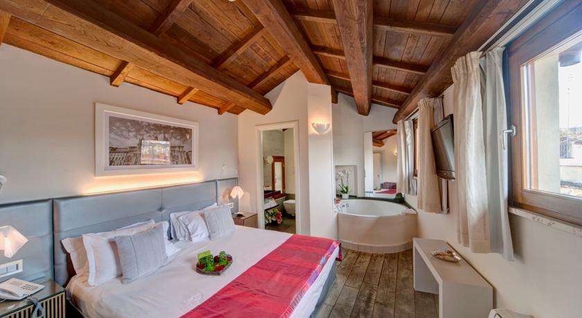 Navona Palace Luxury Inn