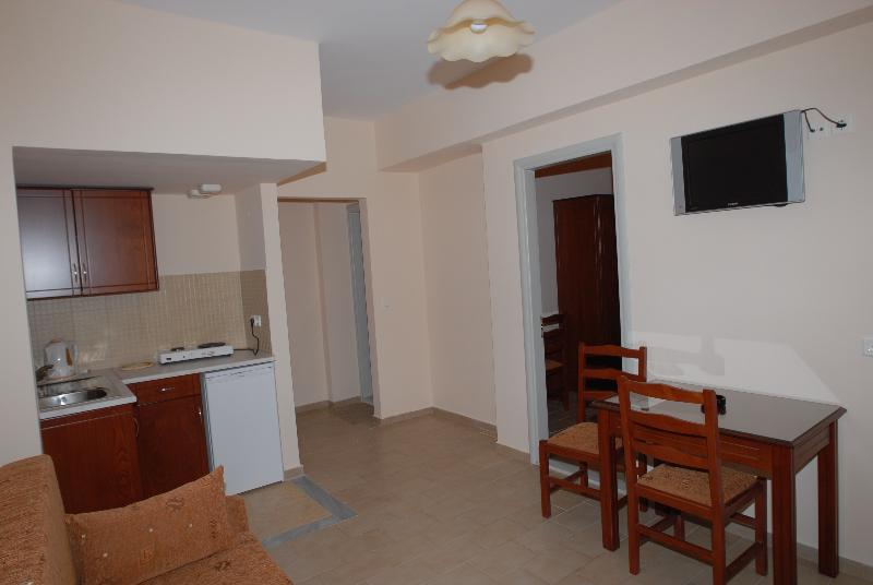 Eriphilly Hotel Studios & Apartments
