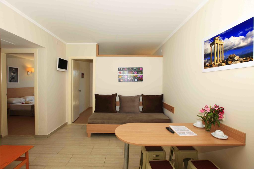 Sun City Apartments & Hotel