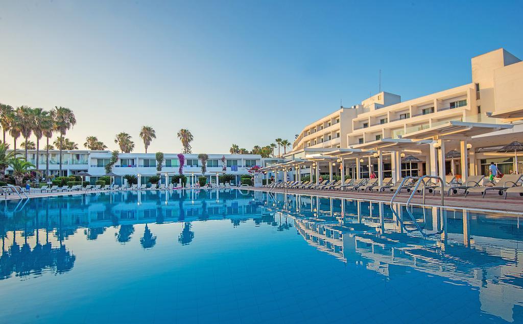Dome Beach Hotel