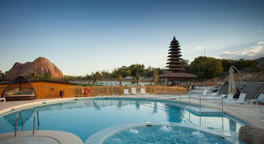 Magic Natura - Animal, Waterpark & Polynesian Lodge
