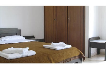 Cheap self catering holidays to Greece